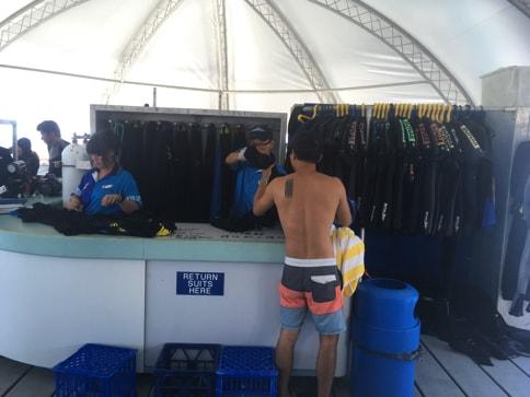 ダイビングスーツもツアーでレンタル可能