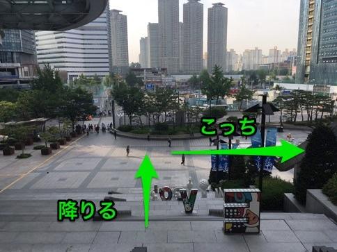 龍山駅の出口
