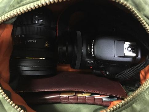 カメラバックではなくてもレンズ二本とボディが入ります