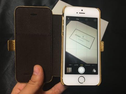 STORY LEATHERのiPhoneケース ケースをつけたままカメラ