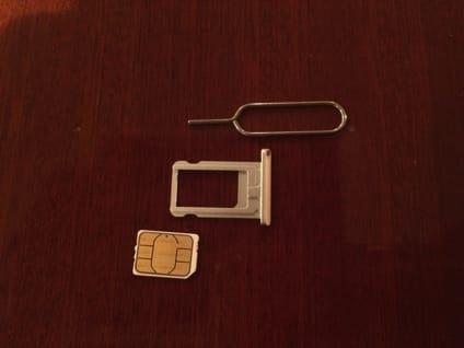 ピン、SIMトレイ、SIMカード