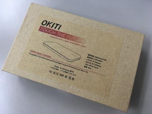 OKITIの10000mAhモバイルバッテリーの外観