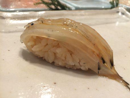 白魚。昆布締めの身を海苔なしで