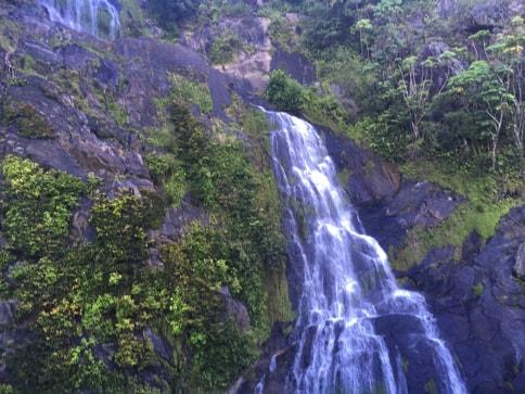キュランダ高原列車 ストーニークリークの滝