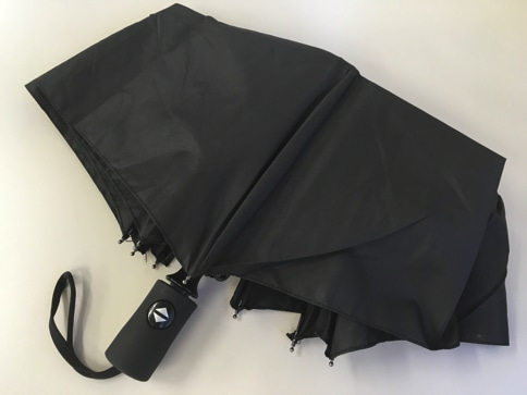 ボタン一発、ワンタッチで自動開閉する折りたたみ傘 通常状態