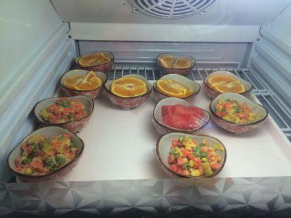 フルーツや小皿