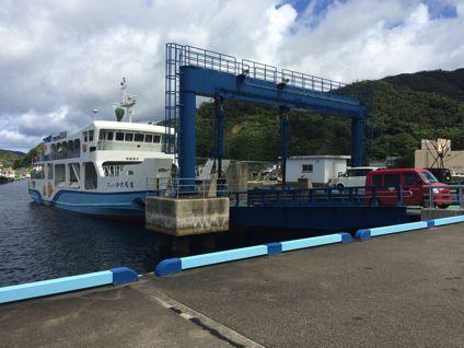 せとうち海の駅の目の前に停まっている船に乗ります