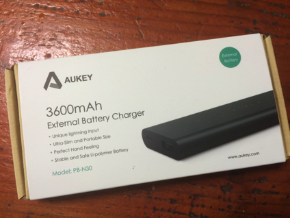 Aukeyの小型のモバイルバッテリー