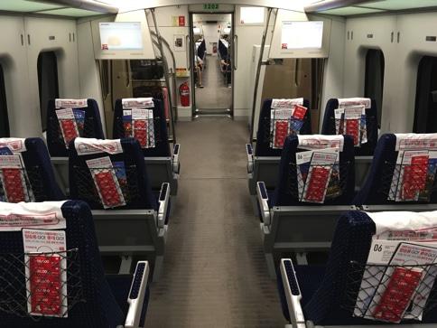 ソウルから仁川空港までのノンストップの快速電車の車内
