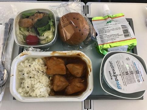 大韓航空のビジネスクラスとエコノミークラスのシートの違い(Airbus333)06