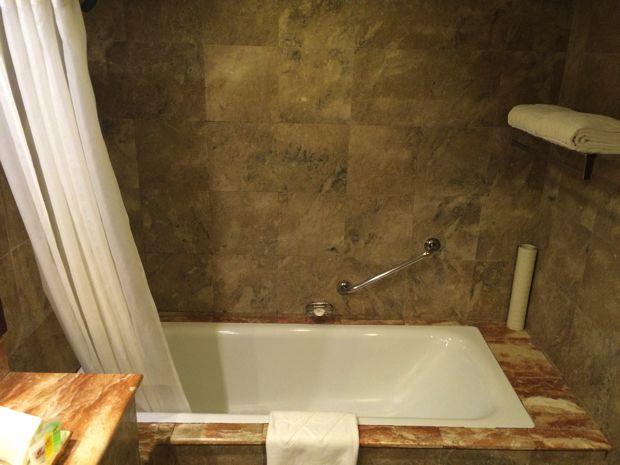 ウォーターフロント エアポート ホテル & カジノ マクタンのお風呂