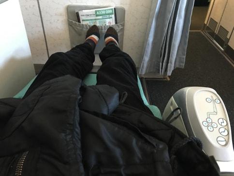 大韓航空のビジネスクラスとエコノミークラスのシートの違い(Airbus333)07
