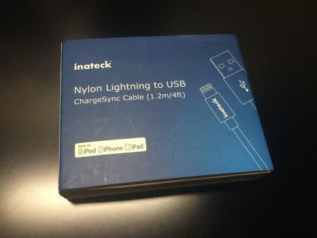 ナイロンのLightningケーブル