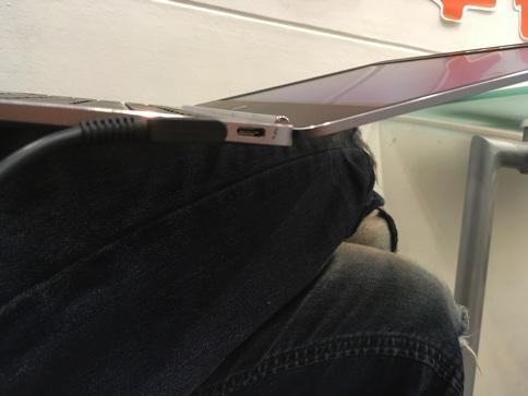 HP EliteBook Folio G1は膝の上で作業するのに最適
