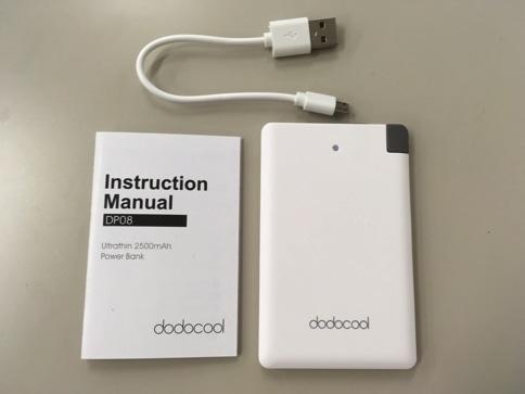 dodocool超薄型モバイルバッテリーの外観と内容物