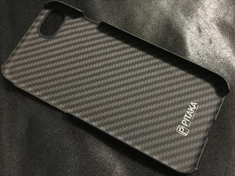 iPhone7を壊さないようPITAKAのアラミドファイバーケースを装着。薄くて軽くて高耐久04