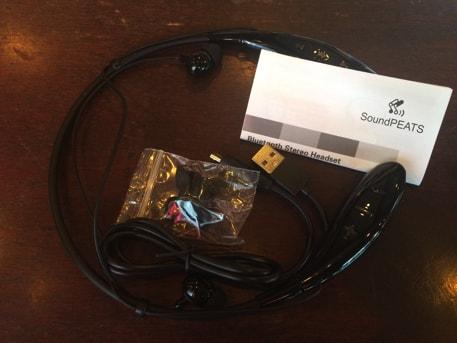 SoundPEATS Q800の説明書とMicro USBケーブル