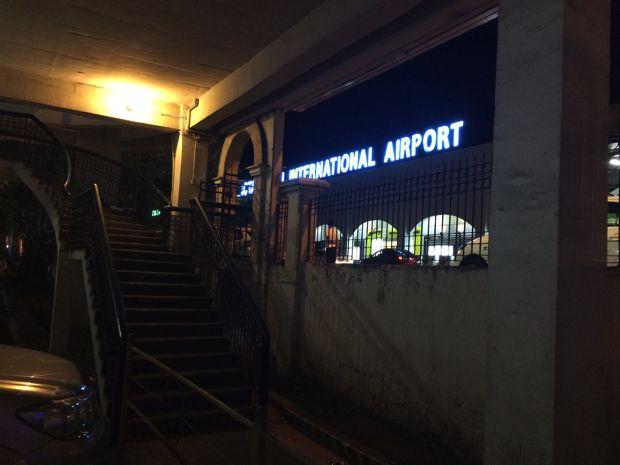 すぐにマクタン空港の国際線の入り口へ