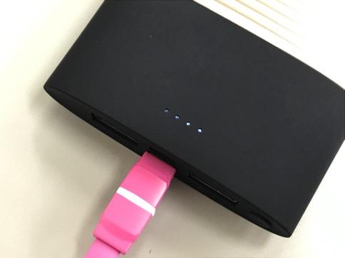 モバイルバッテリー「PERFUME 10000mAh」はUSBでもLightningケーブルでも充電可能!05