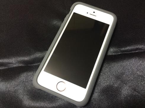 DAQのiPhone SE用ケース「AndMesh」の新しいモデルはピッタリ嵌る