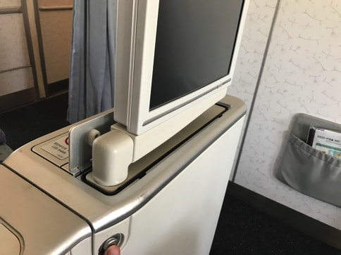 大韓航空のビジネスクラスとエコノミークラスのシートの違い(Airbus333)04