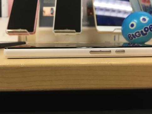 AQUOS mini SH-M03の右側面画像