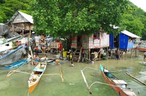 満潮時のエルニドの村
