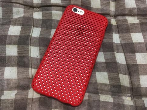 エラストマー製のiPhoneケース AndMeshのUSAモデルのレッド