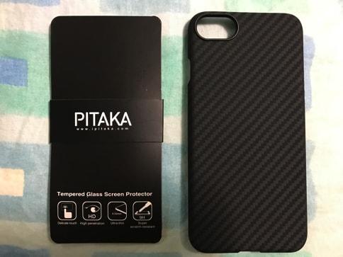 iPhone7を壊さないようPITAKAのアラミドファイバーケースを装着。薄くて軽くて高耐久02