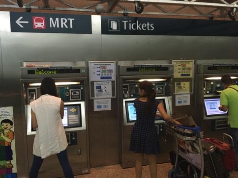 電車のチケットは大きいお札が使えないので注意