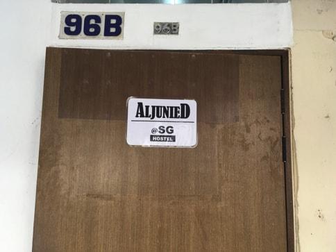 Aljunied@SGのドアがあります