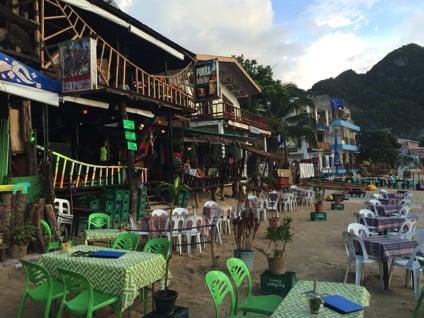 浜辺の目の前の店が人気