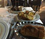 フランスのカキの食べ方。生牡蠣をパンとバターで。これがとてつもなく不味かった